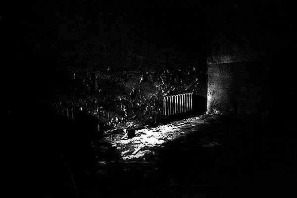 0043-17-dark-room-398.jpg